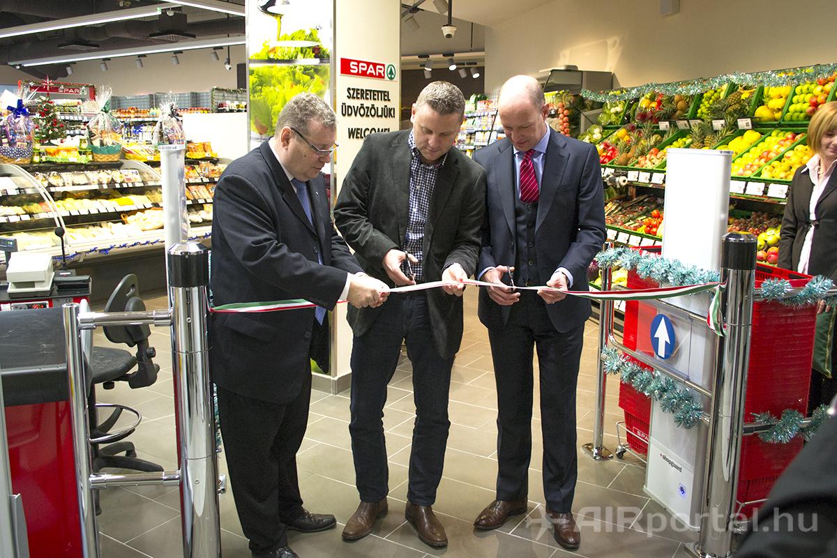 Szupermarket nyílt a ferihegyi repülőtéren - Nemzeti Reptéri Parkoló