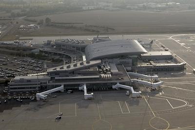 Az utasok szerint egyre jobb a budapesti repülőtér - Nemzeti Reptéri Parkoló