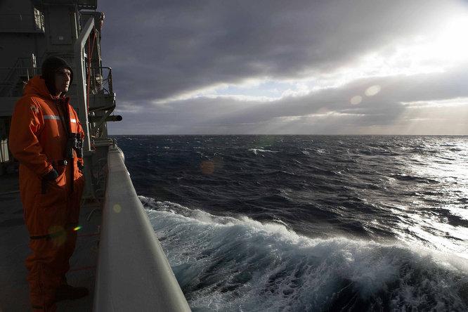 Újabb hajó foghatta az eltűnt maláj gép jeleit