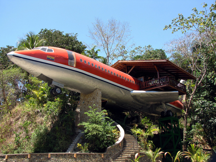 Luxushotel lett a kiszuperált repülőből - Nemzeti Reptéri Parkoló