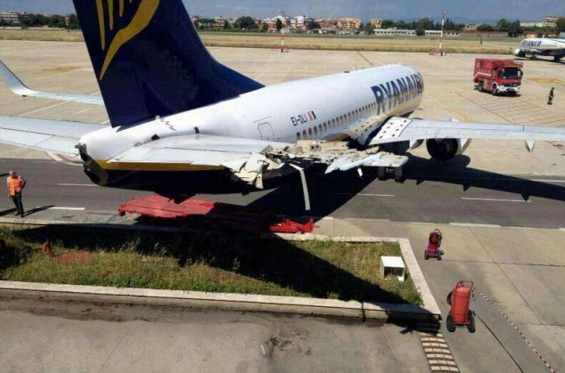 Csúnyán megsérült a Ryanair gép vezérsíkja