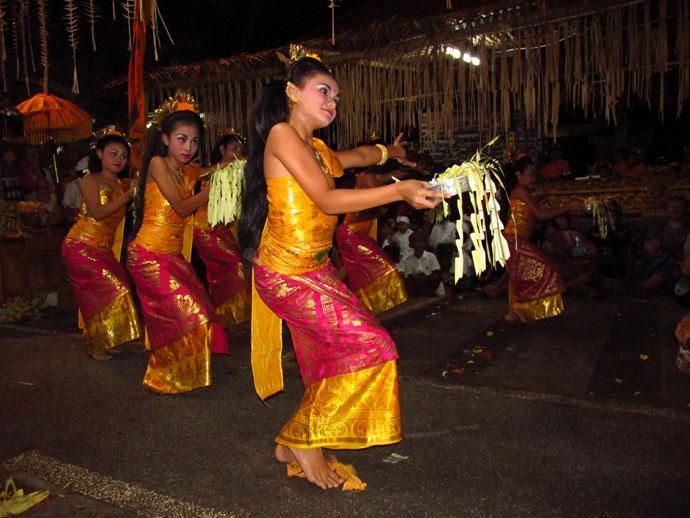 A tradicionális legong táncban még a legkisebb ujjmozdulatnak is jelentése van Balin