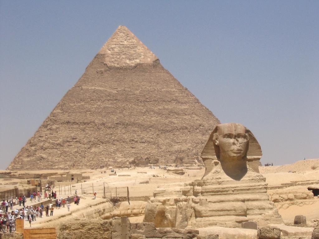 Csalogatják a turistákat Egyiptomba - Reptéri parkoló