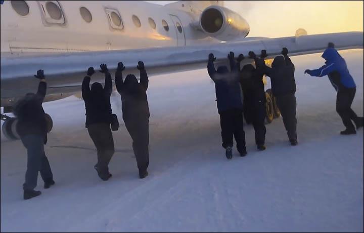 Betolták a repülőgépet