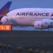 Lejárt a pilóta munkaideje, megszívták az utasok